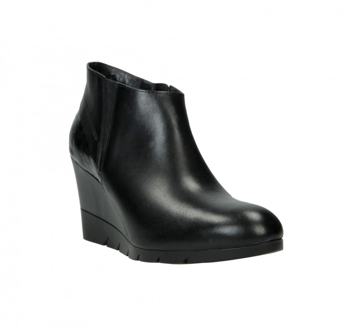 Dámská business obuv značky But s se pohybuje s cenou mezi 1.500 a 2.000 Kč