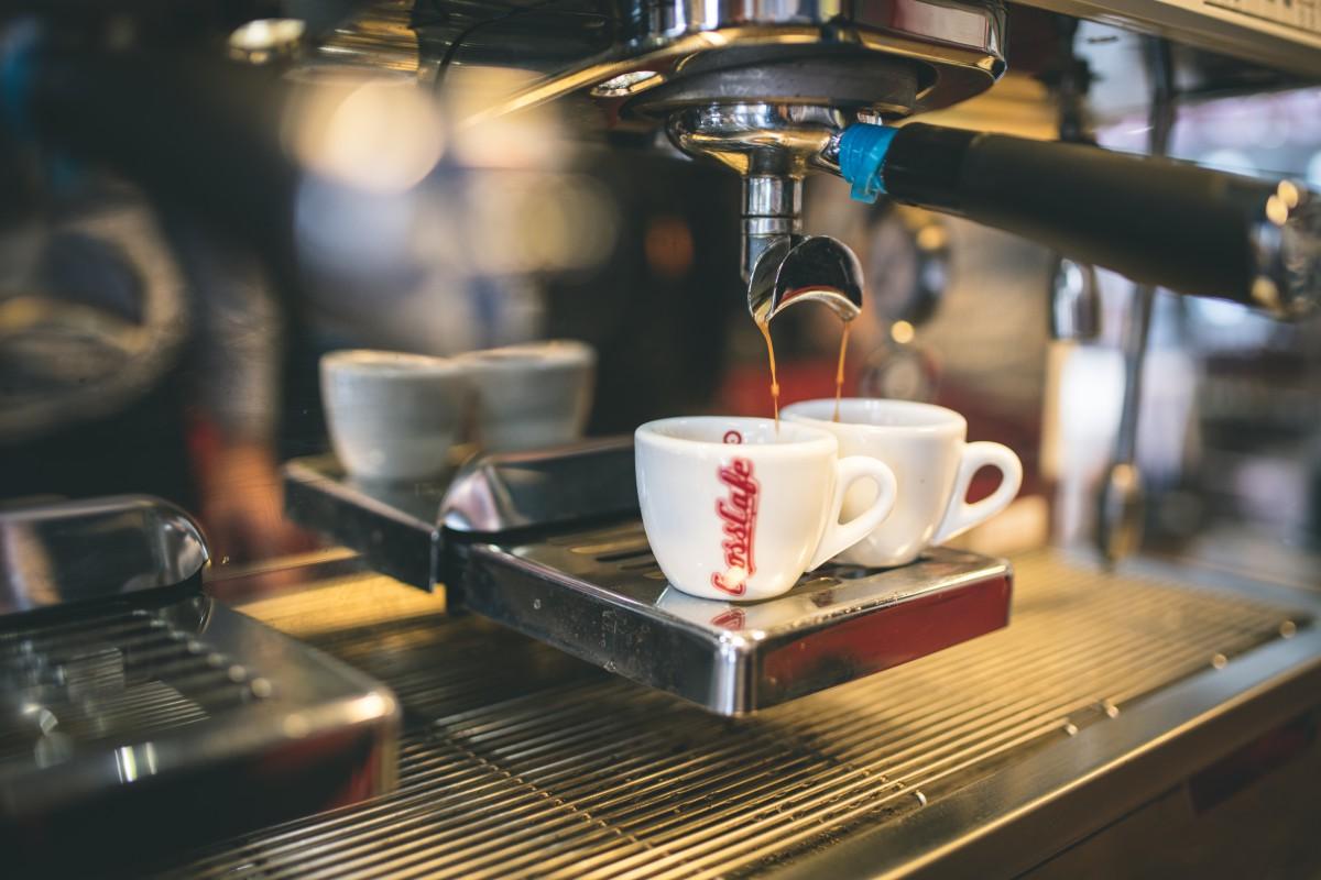 Nově kavárenský řetězec investoval do pákových kávovarů, které vyhoví náročným zákazníkům