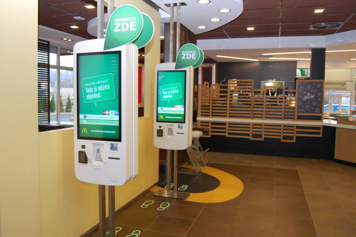 Samoobslužné kiosky v rámci nového konceptu sítě McDonald's