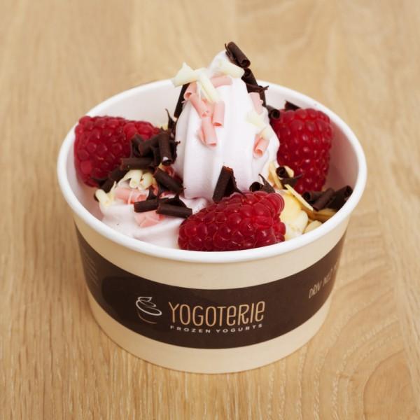 Jedna z variant frozen jogurtu v Yogoterii