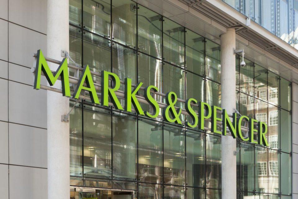 Marks & Spencer loni klesly tržby o 7 %, zavírat prodejny zatím nehodlá