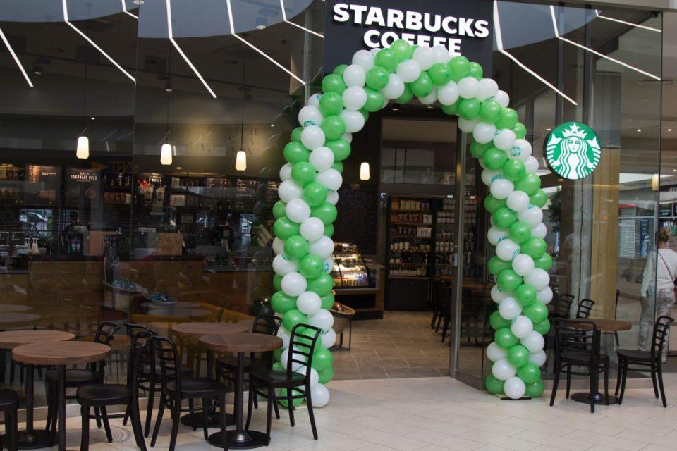 Starbucks má pobočku inspirovanou letištěm