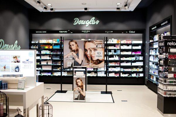 Češi a kosmetika: cenou vítězí parfumerie Fann, kvalitou Douglas