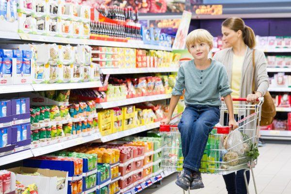 Nákup jídla v kamenných prodejnách převažuje. Asos postaví v USA nový sklad