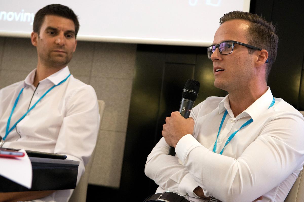 Jakub Šulta na konferenci Retail in Detail, vlevo Martin Rozhoň z Vivantisu. Foto: David Bruner