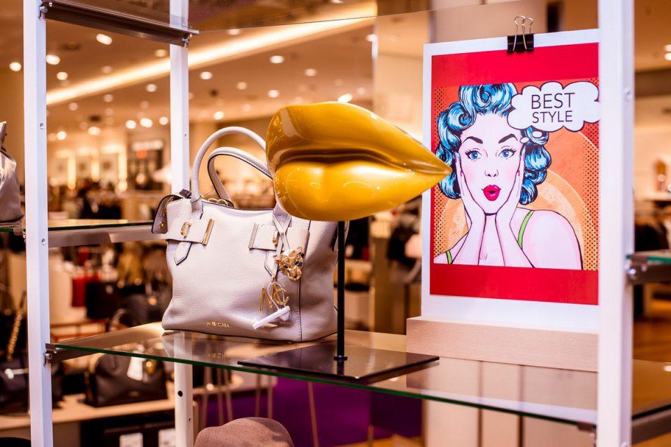 Van Graaf nabízí kabelky, boty a šperky v novém oddělení