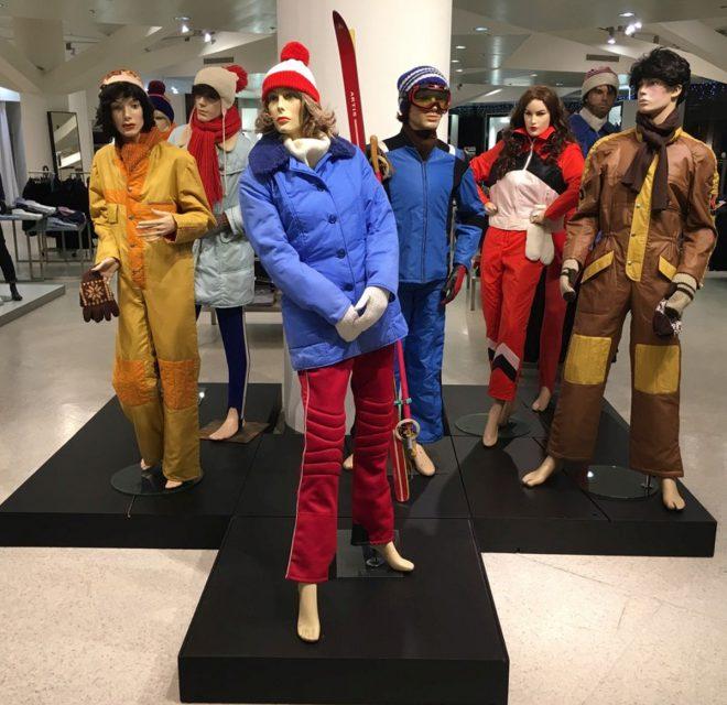 K předvánočním instalacím Kotvy se řadí figuríny v zimních oděvech ze 70. a 80. let minulého století