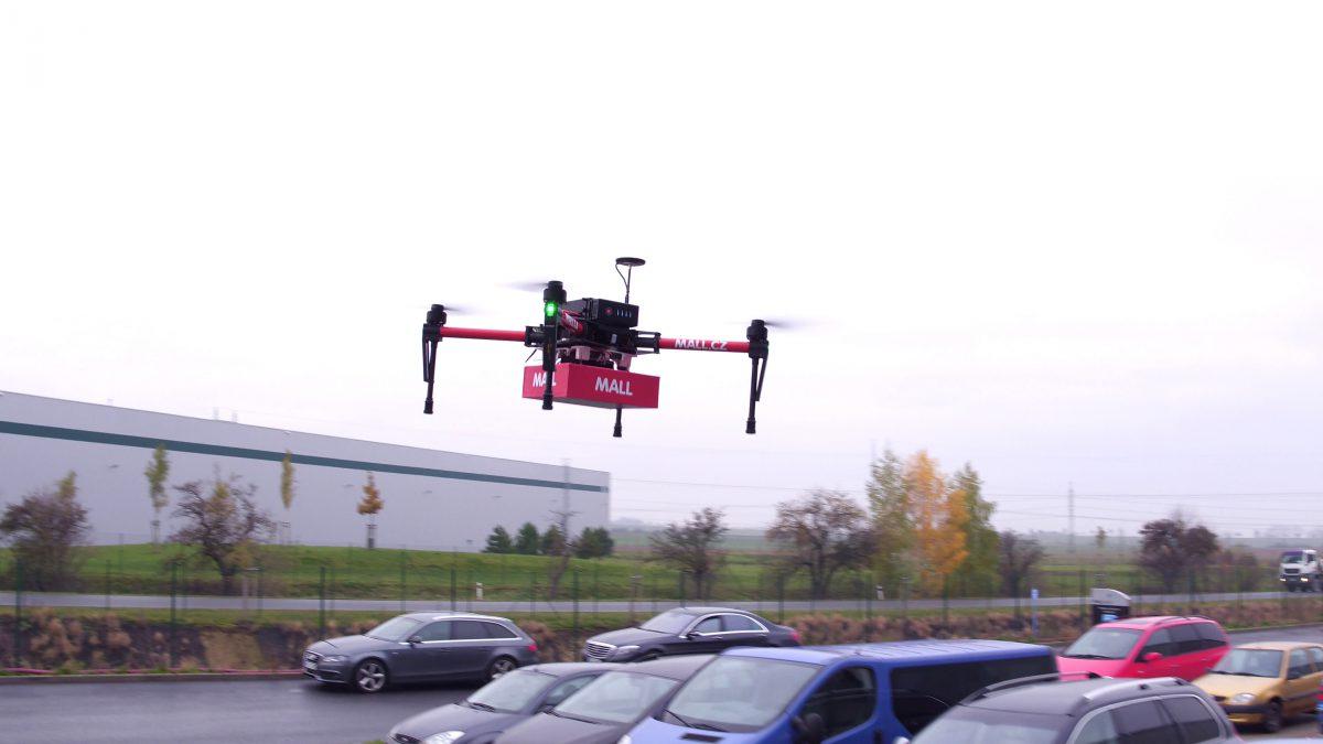 Z akce testování dronu e-shopem Mall.cz