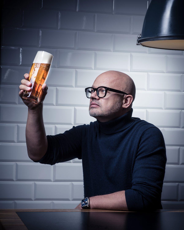Rony Plesl s novým typem sklenice pro pivovar Krušovice