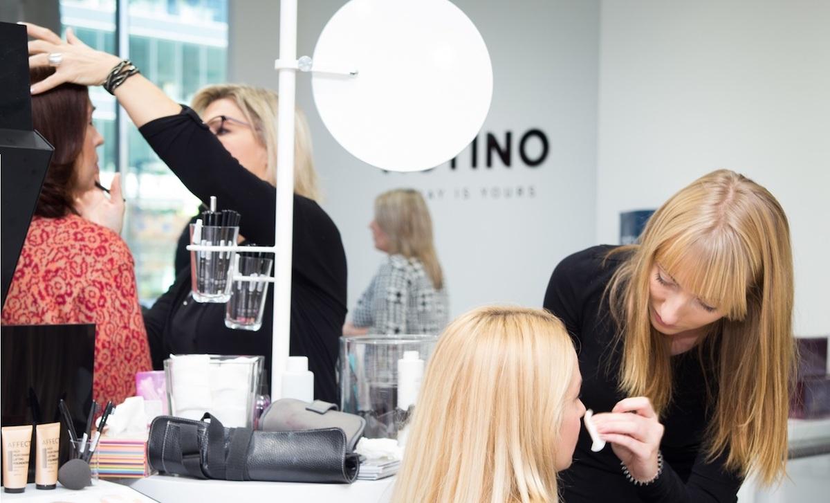 Makeup koutek v nové prodejně značky Notino v ostravské Nové Karolině