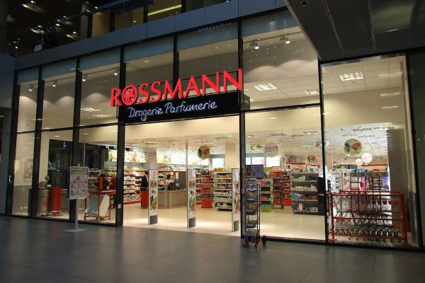 Rossmann vydává leták jednou za 14 dní, ve věrnostním programu má šperky Liora