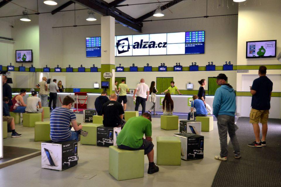 Na svátek porušilo zákaz prodeje pět firem, Alza.cz stejně jako loni nezavřela