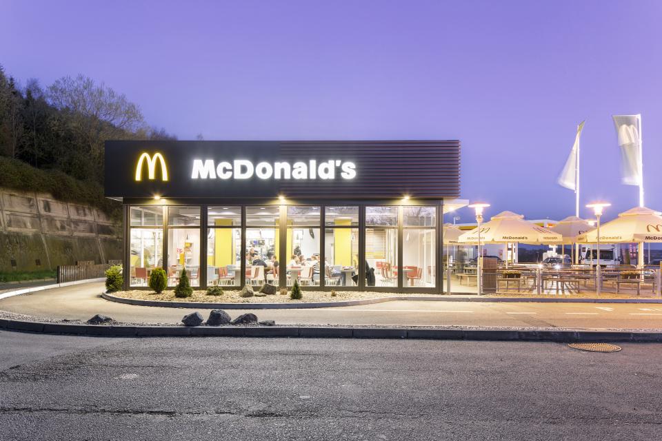 McDonald's zdražil cheeseburger z 25 na 29 Kč