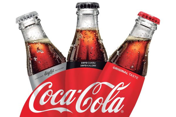 Už jen červená: Coca-Cola sjednocuje své značky, zaměří se na neslazené nápoje