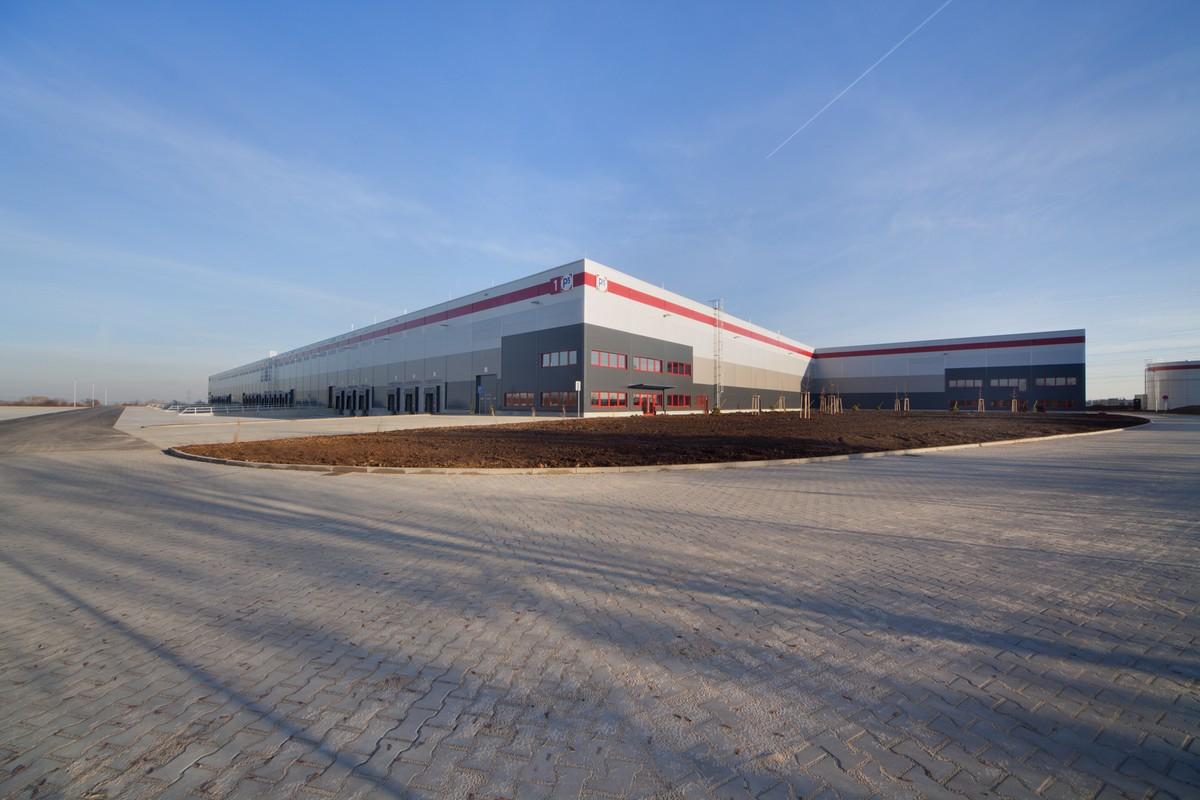 Nové sklady Nestlé u dálnice D11