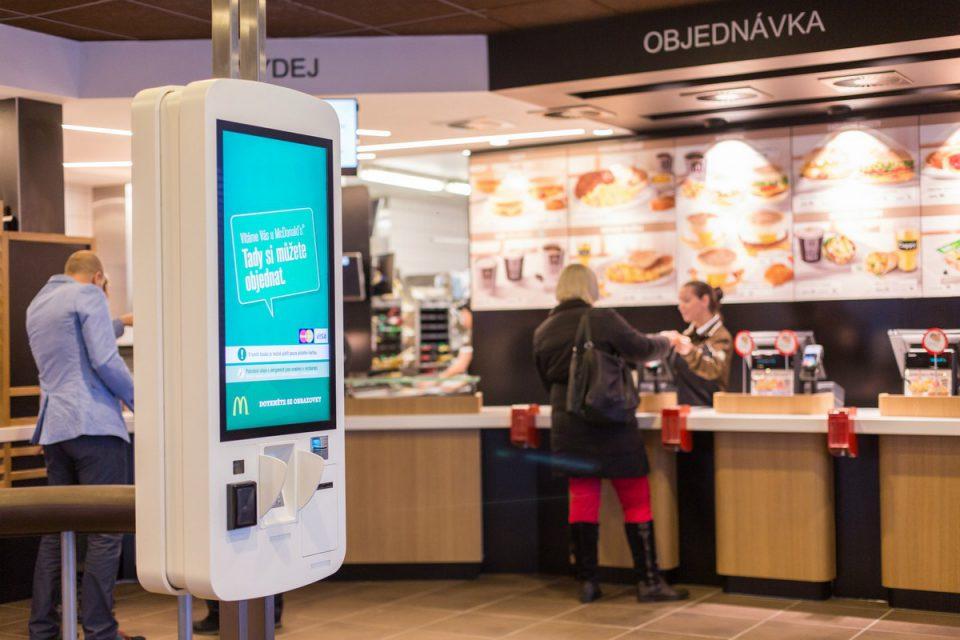 McDonald's nechá zákazníky sestavit si vlastní burgery. Třeba s hermelínem