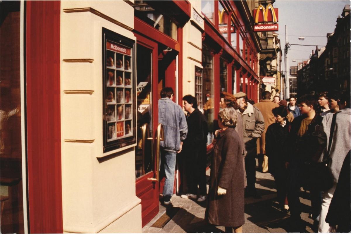 Otevření první restaurace McDonald's v Česku