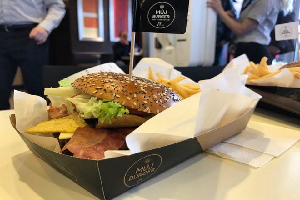 McDonald's už na Jižní spojce nabízí volbu ingrediencí do burgeru Maestro
