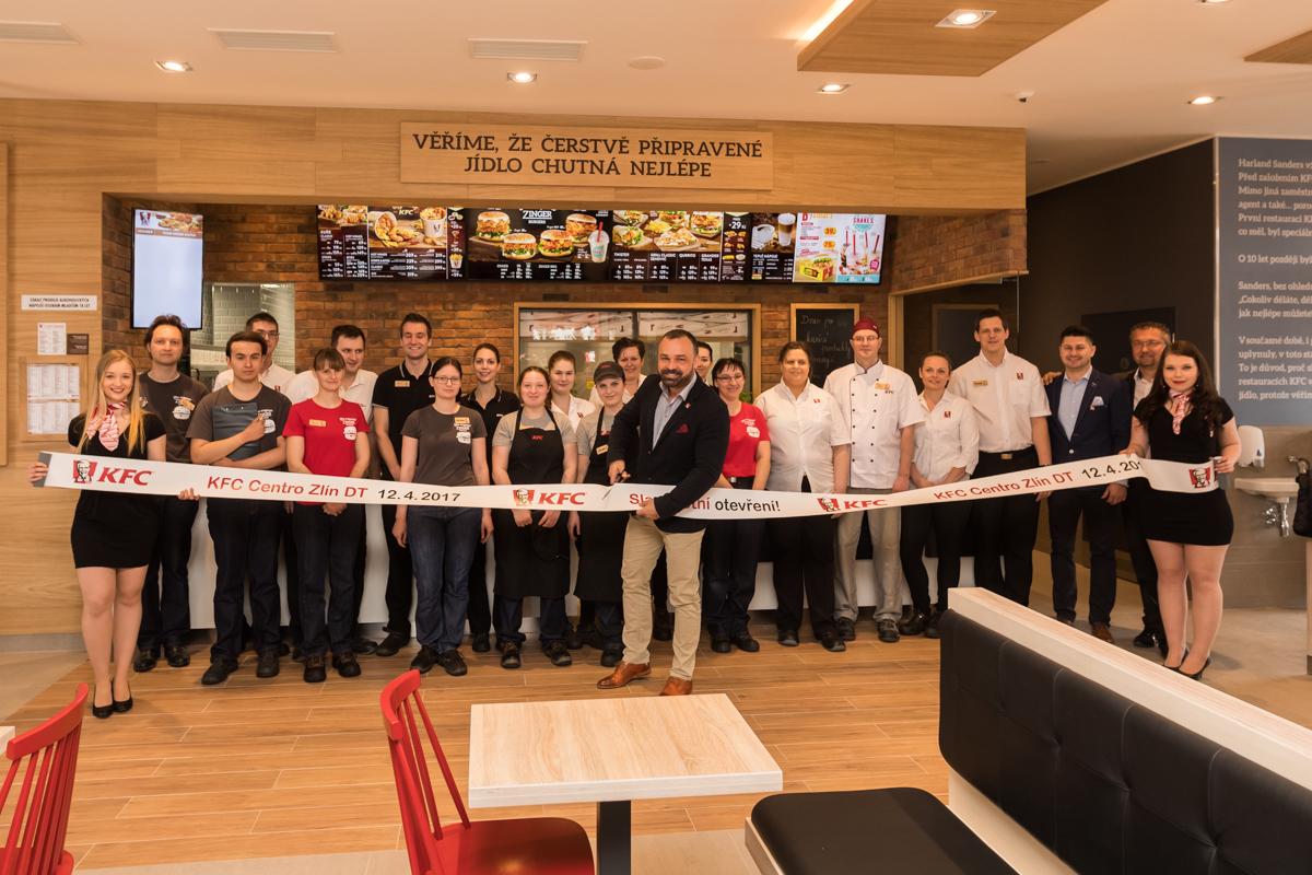 Personál nové restaurace KFC ve Zlíně
