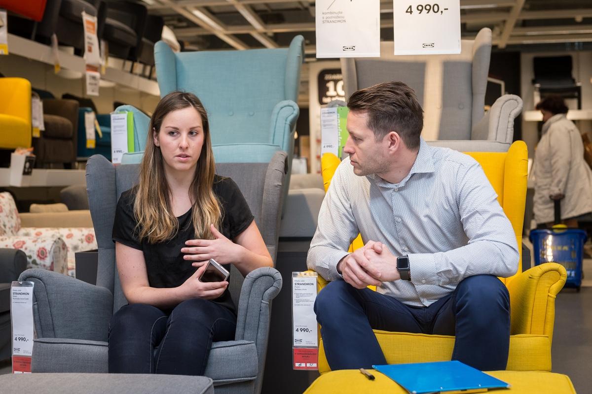 Nově se budou bytové doplňky z Ikey doplňovat nejen funkčně, ale i barevně. Na podzim to bude hlavně zelená, žlutá nebo hnědá