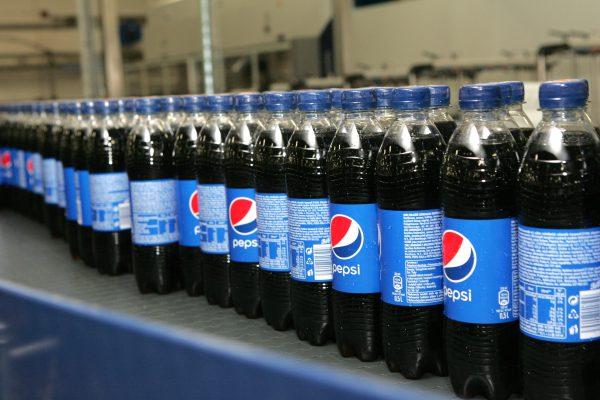 Pepsi uvádí kolekci vlastního oblečení, chce na módní hřiště dostat fotbal