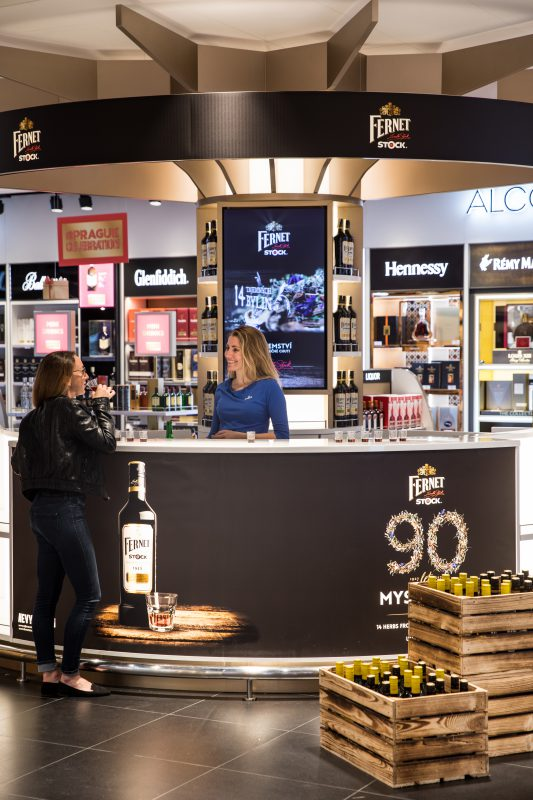 Sampling v prostorách duty free shopu
