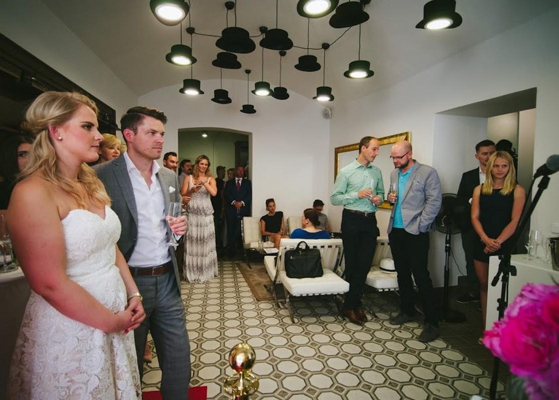 Interiér nového showroomu při slavnostním otevření