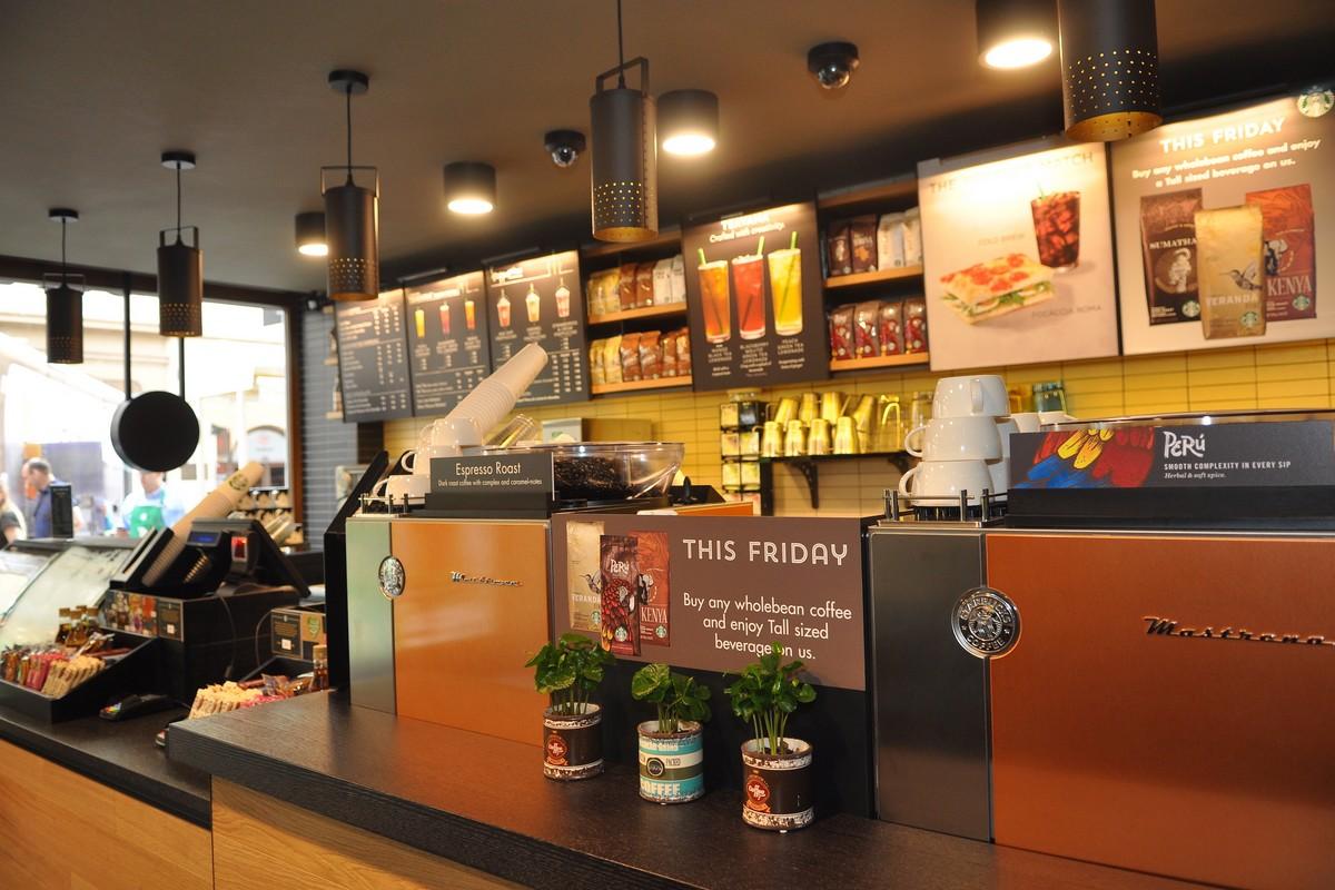 Nová kavárna Starbucks v ulici Karlova
