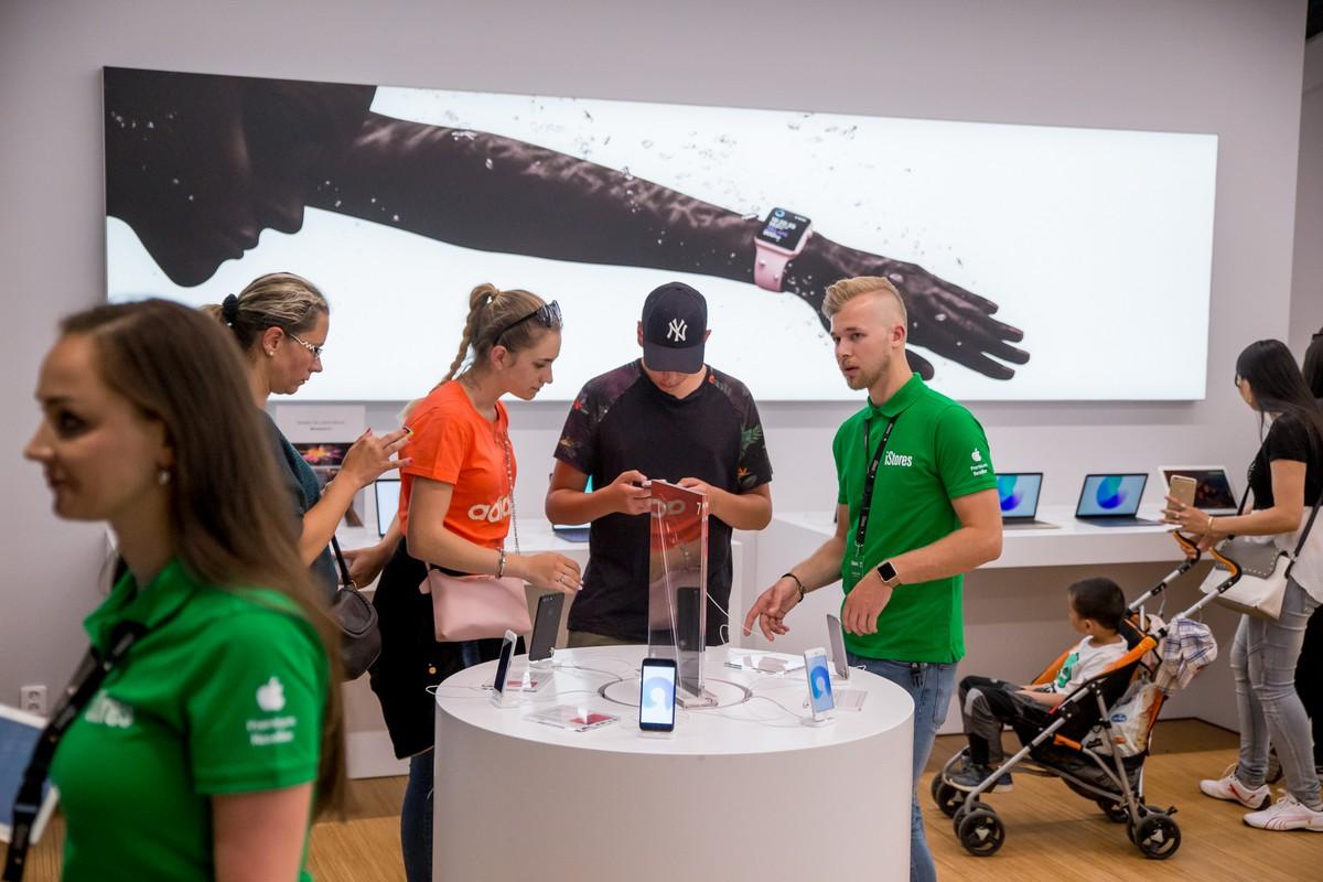 Otevírání iStores v obchodním centru Forum Nová Karolina