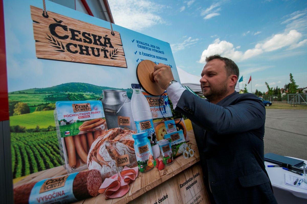 Marian Jurečka, ministr zemědělství, stvrdil uvedení nové značky Česká chuť na trh.
