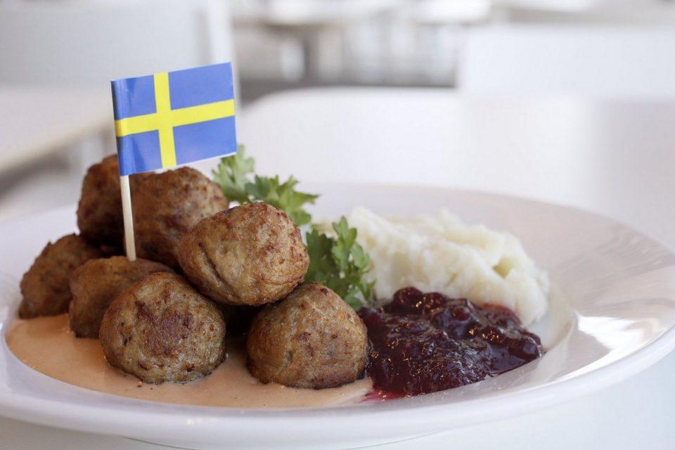 Ikea ve svých restauracích zavádí váhy, které mají zamezit plýtvání jídlem