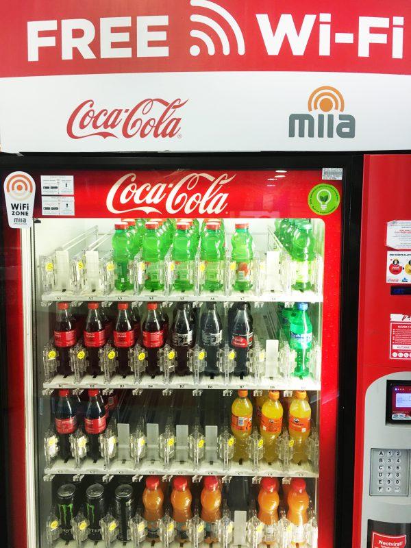 Asi 40 automatů Coca-Cola nově nabízí připojení k wifi