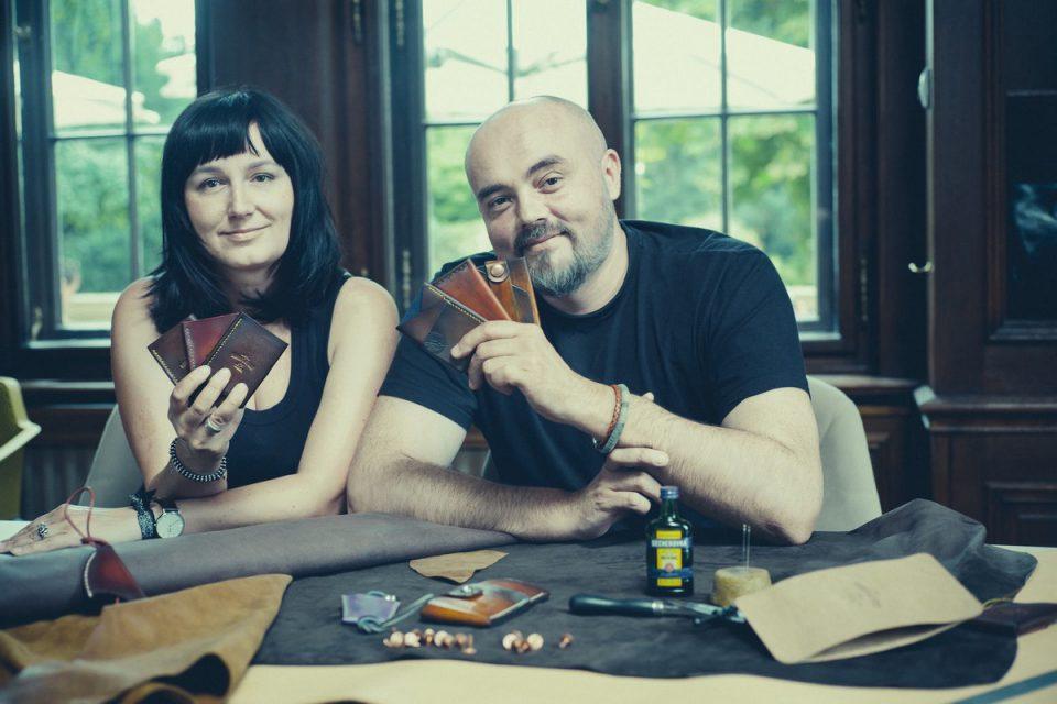Becherovka se spojila s českými umělci. Jejich výrobky nabídne Becher Market