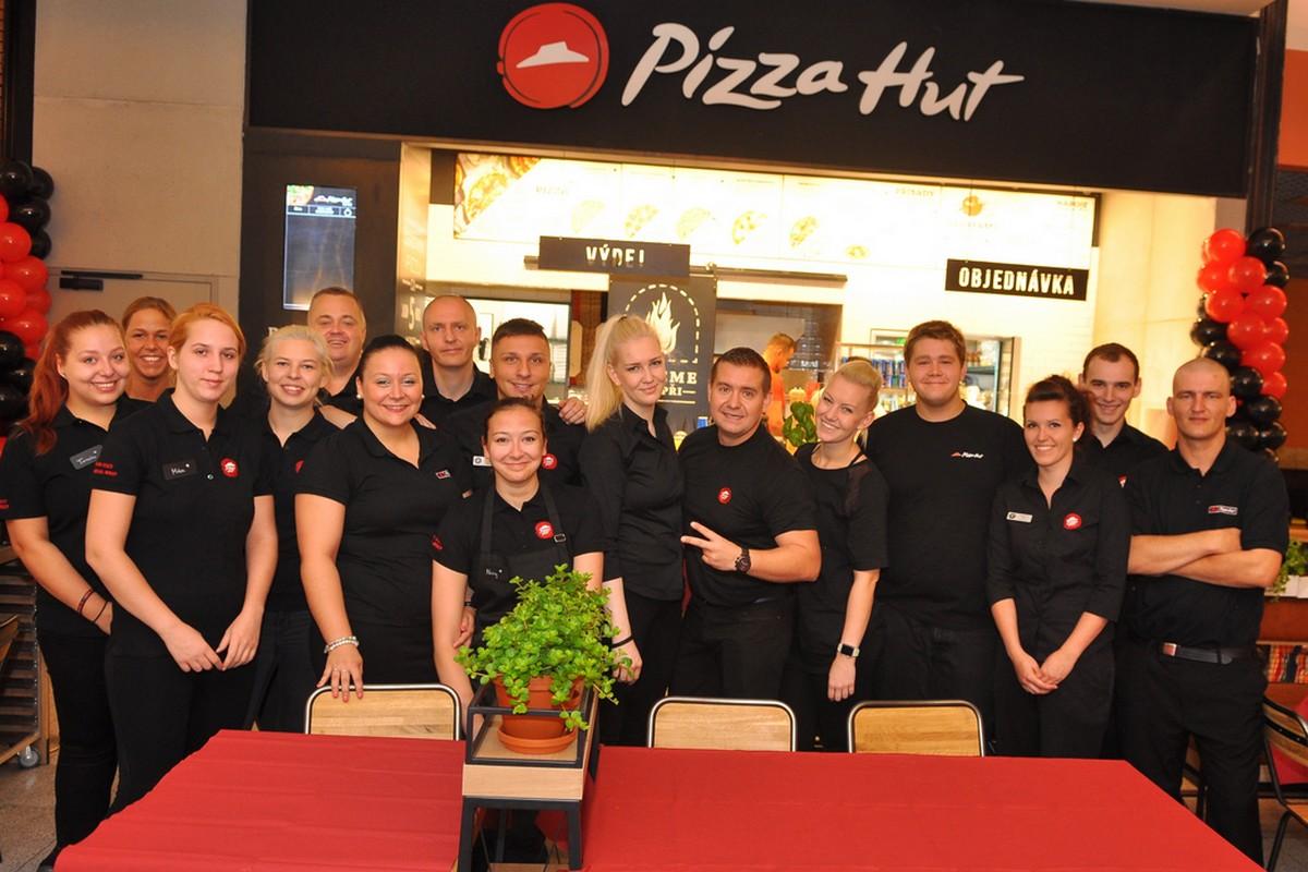 Nová restaurace Pizza Hut v Palladiu a její personál