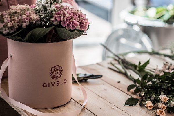 Na českém trhu startuje e-shop s vázanými květinami Givelo.cz