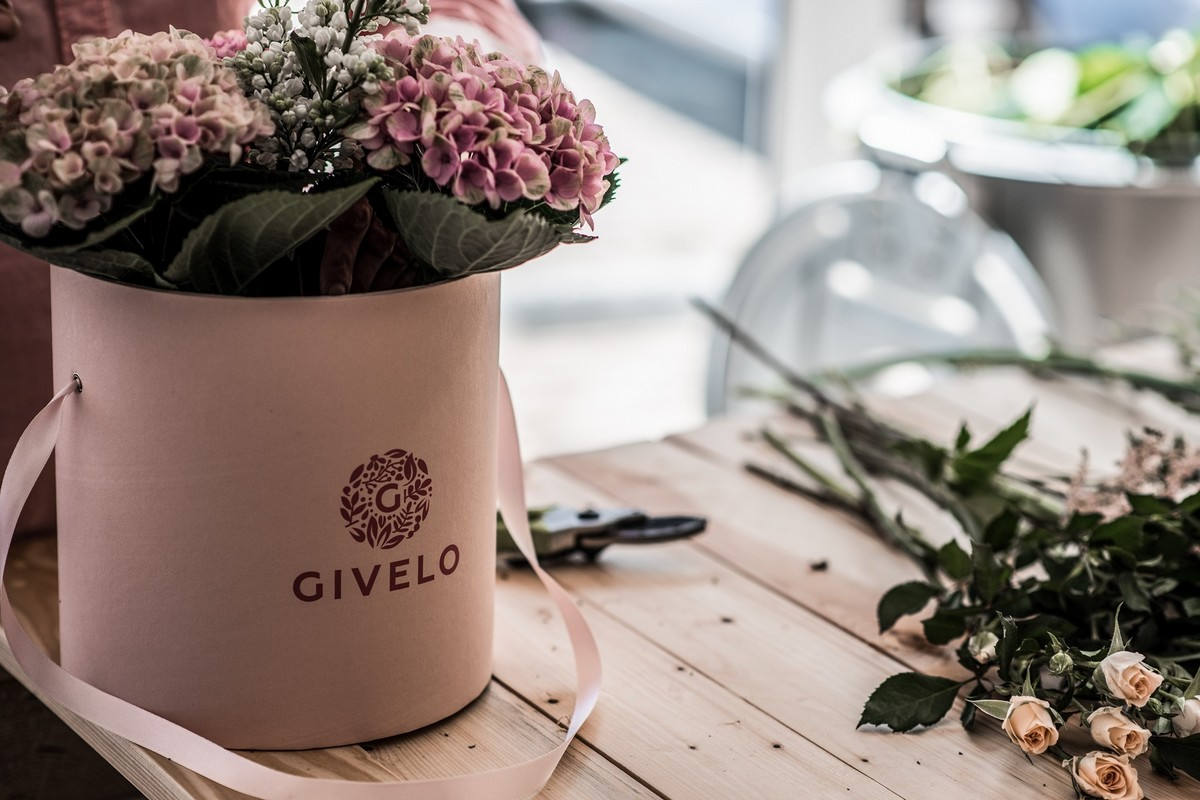 Květiny Givelo s logem firmy