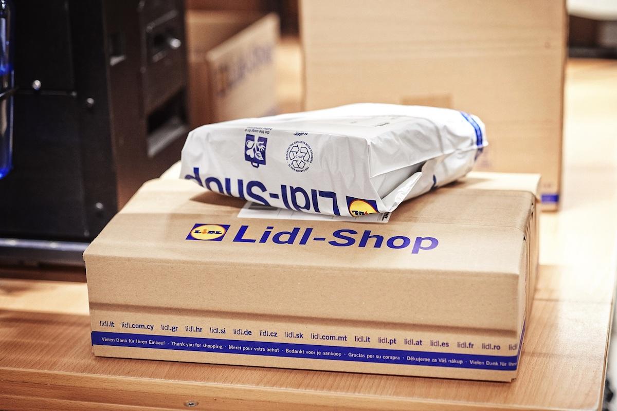Zboží je odesíláno podle velikosti v krabicích nebo v sáčcích