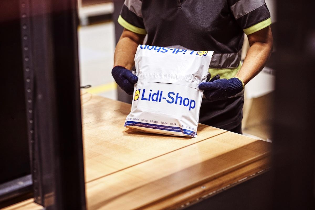 Zboží je baleno podle velikosti do sáčků nebo krabic
