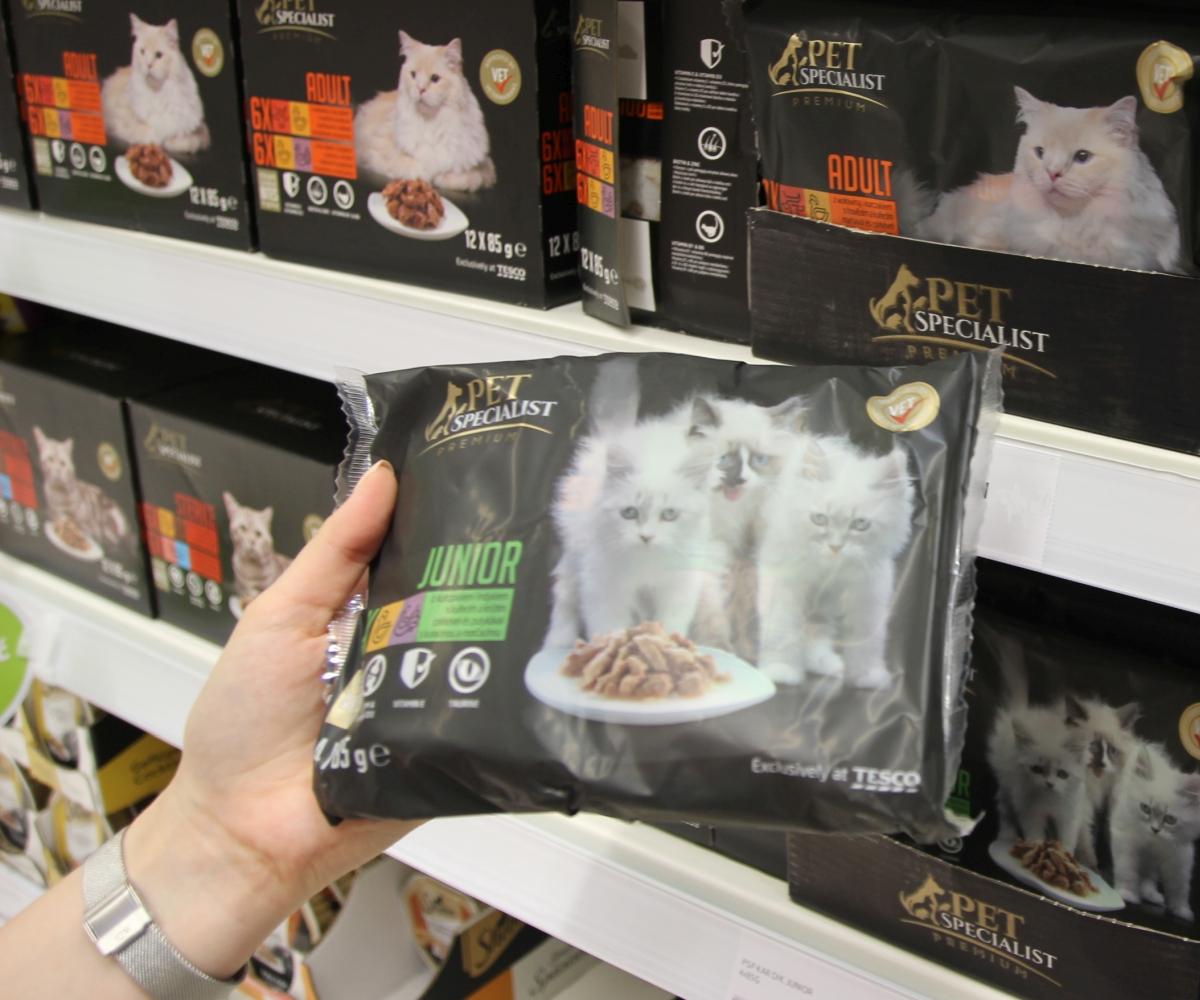 Nová krmiva pro domácí zvířata v regálech Teska