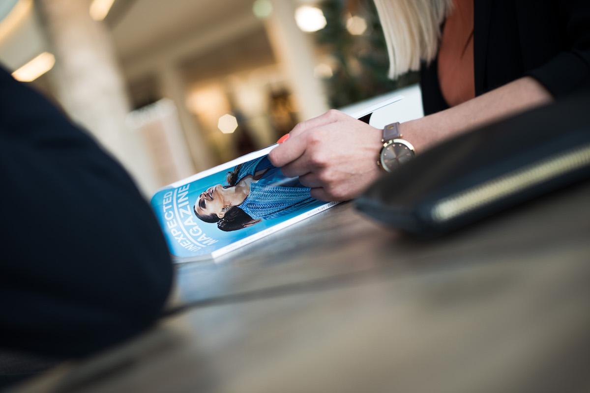 Zákazníkům je na Chodově zdarma k dispozici Unexpected Magazine. Foto: David Bruner