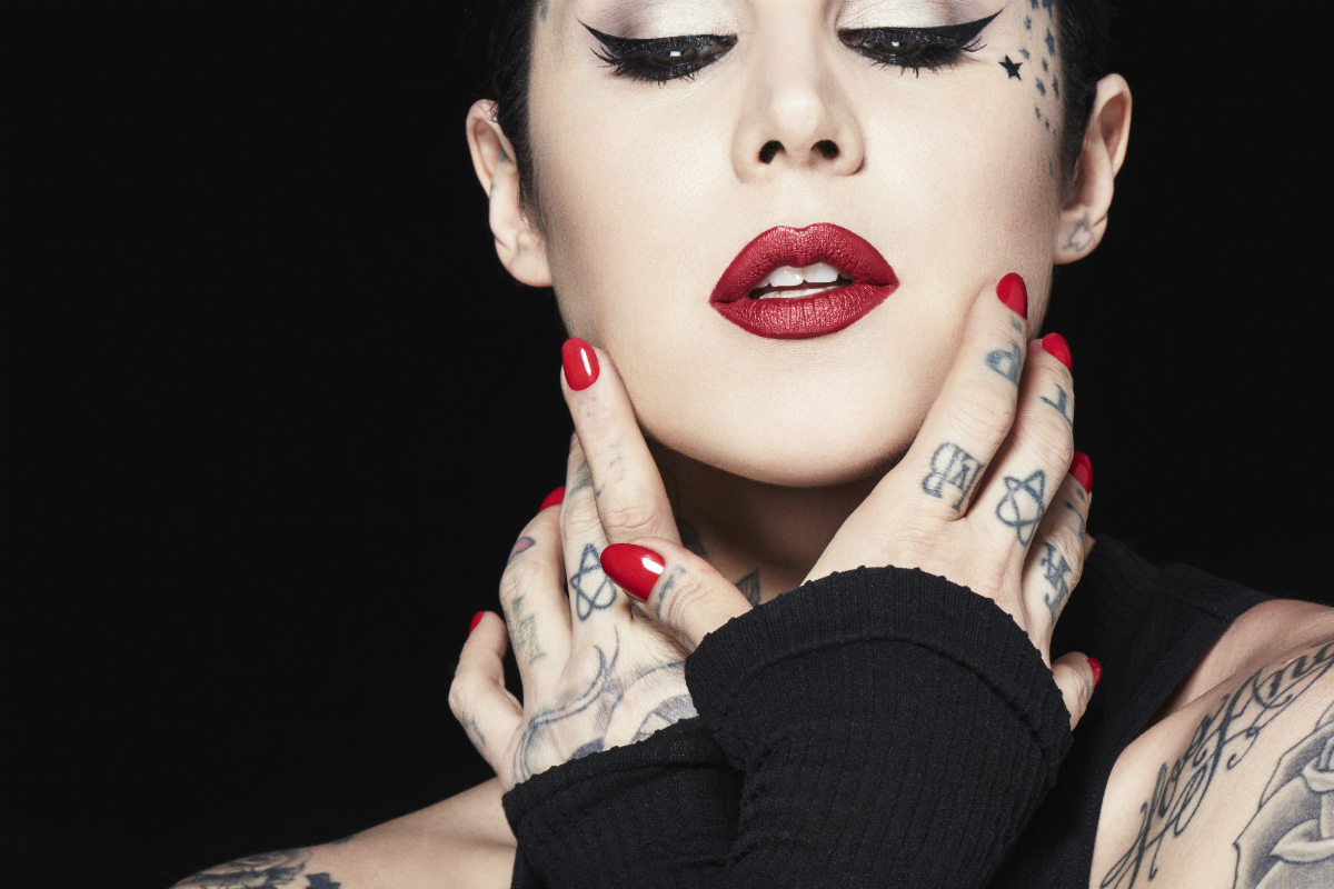 Tváří kosmetické značky Kath Von D je samotná umělkyně a tatérka