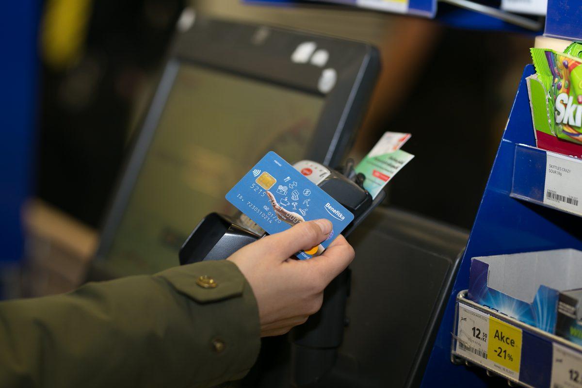 Karta Benefitka se dá použít při kontaktní i bezkontaktní platbě