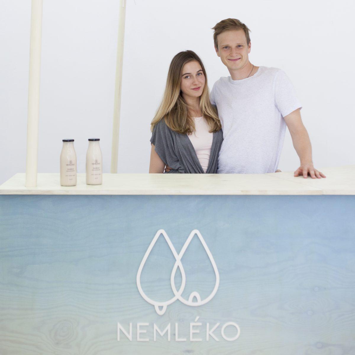 Majitelé a výrobci Nemléka a Nejogurtu Amálie Koppová a David Balcar