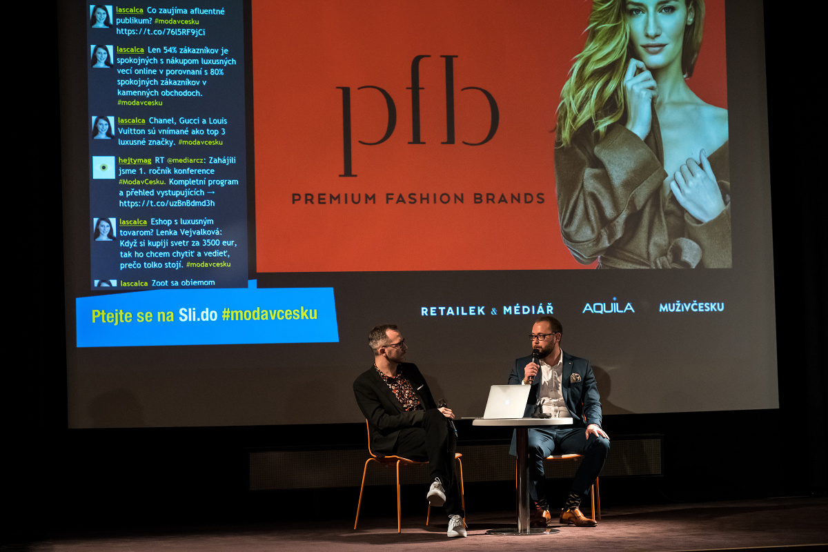Jaroslav Kaucký z Premium Fashion Brands diskutuje s moderátorem Ondřejem Austem. Foto: Vojta Herout