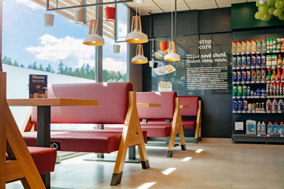 Benzina modernizuje koncept Stop Cafe, přidala zdravá jídla i snídaně