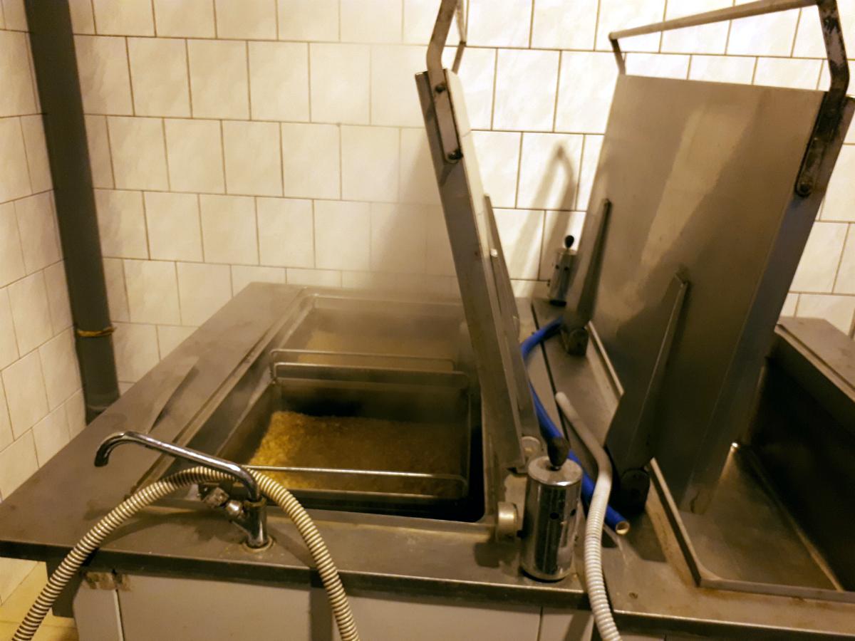 Výrobna F. H. Prager, vaření zázvoru do limonády