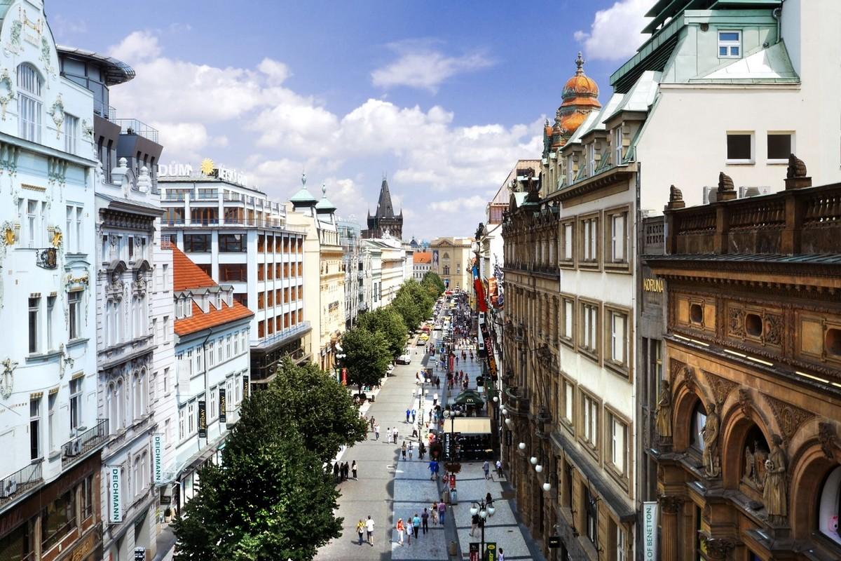 Ulice na Příkopě je spolu s Pařížskou nejdražší nájemní lokalitou Česka