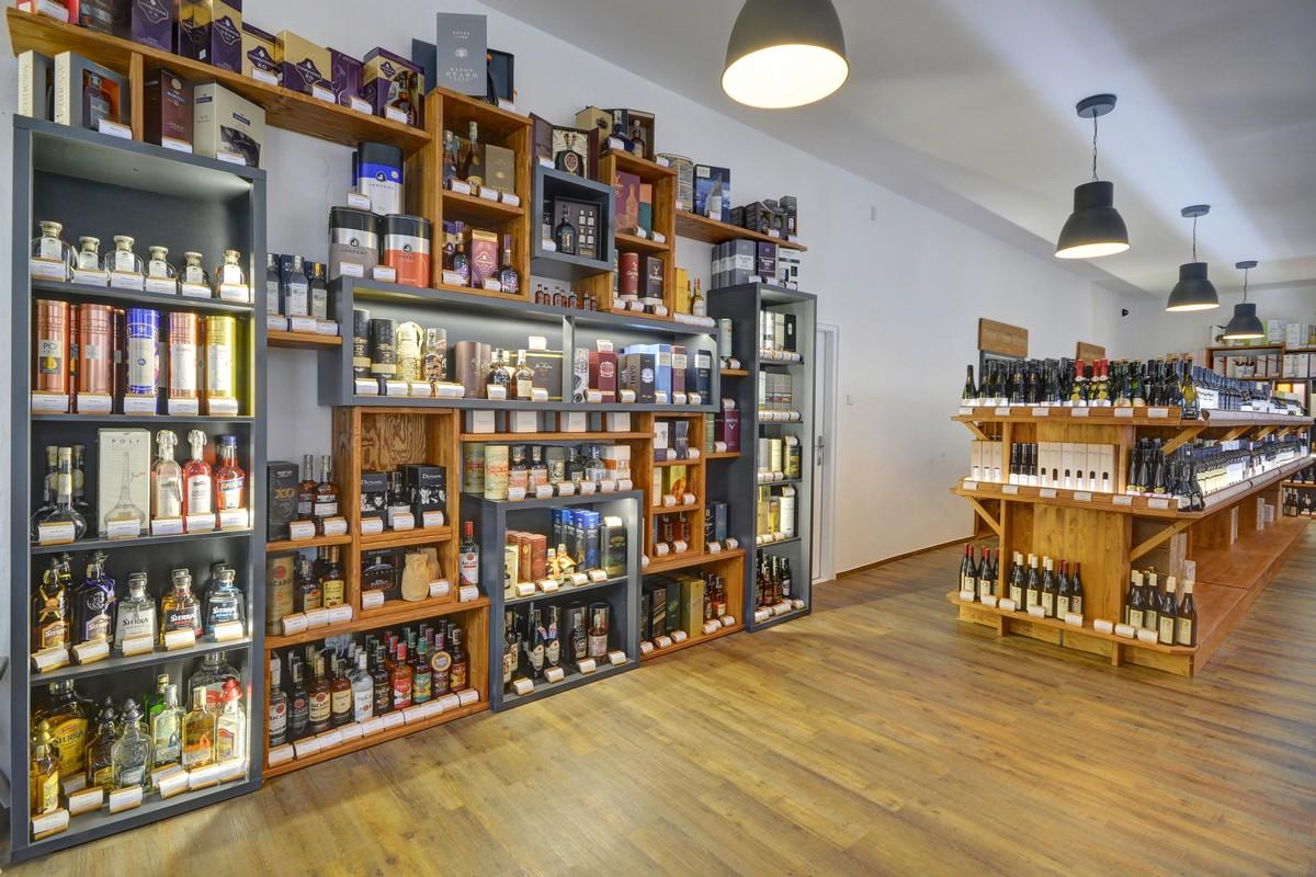 Interiér prodejny Global Wines na Pražského povstání