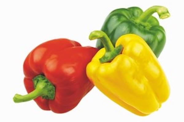Albert nabízí historicky nejlevnější papriku tricolora, Penny zase párky