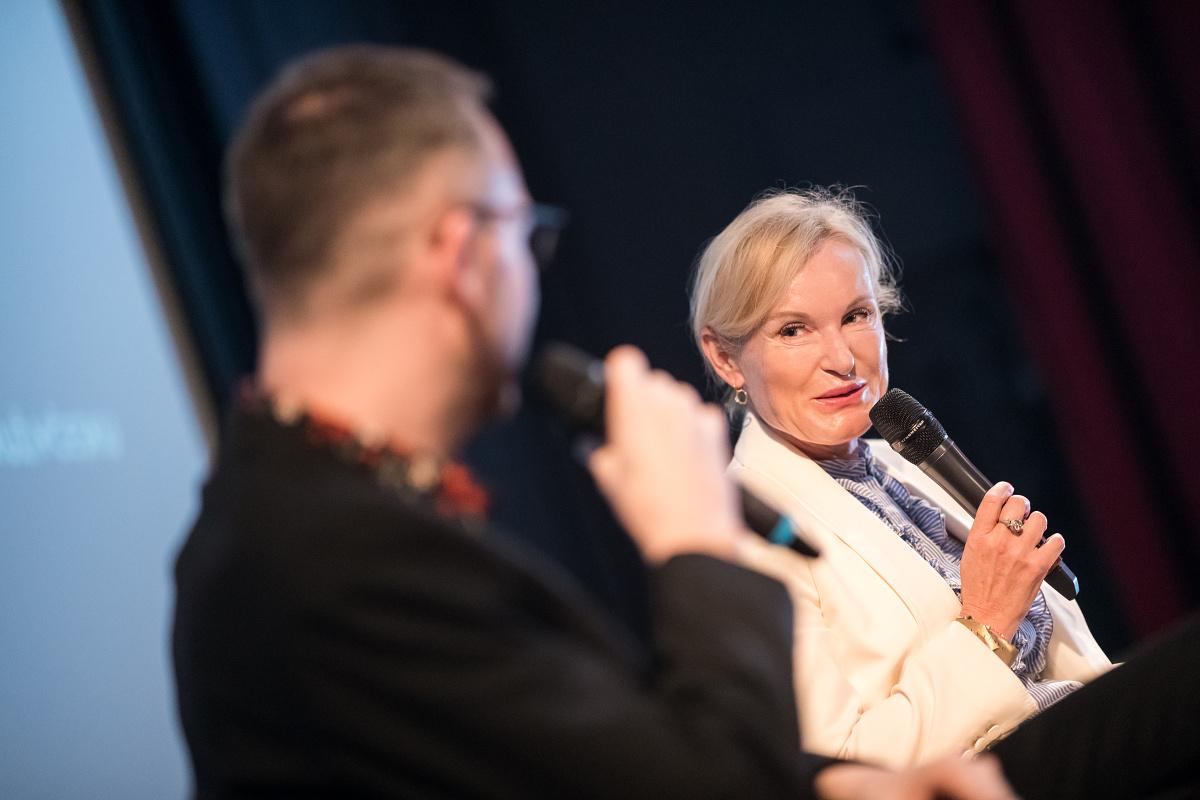 Podnikatelka Lenka Vejvalková, ptá se Ondřej Aust. Foto: Vojta Herout